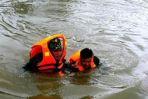 Bộ đội Biên phòng Gia Lai giải cứu thành công 3 người bị kẹt trong lũ