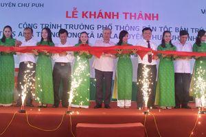 Ông Trần Quốc Vượng dự lễ khánh thành trường PTDT Ama Trang Lơng