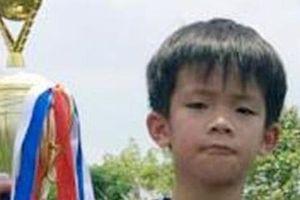 9 tiếng tìm đường về nhà của cậu bé bị bỏ quên trên xe buýt của trường