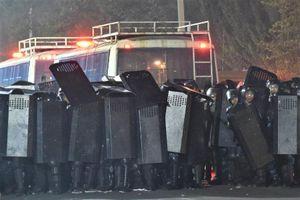 Đặc nhiệm Kyrgyzstan đột kích với xe bọc thép, bắt giữ cựu tổng thống