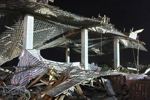 Sập giàn giáo ở Hải Phòng: Tìm thấy thi thể nạn nhân mất tích trong đống đổ nát