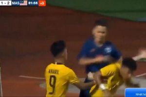 Hụt cúp vô địch, cầu thủ U15 Thái Lan cay cú đấm thẳng mặt đối thủ