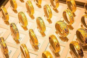 Giá vàng chùn bước trước ngưỡng bùng nổ mới, nhà đầu tư lướt sóng chốt lời