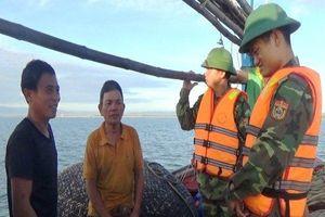 Chìm tàu trên biển, 6 ngư dân may mắn thoát nạn