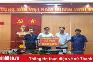 Huyện Như Xuân: Trao 100 triệu đồng hỗ trợ huyện Quan Sơn khắc phục hậu quả thiên tai