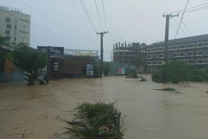 Mưa lớn kéo dài, người dân Phú Quốc đối mặt với đợt ngập sâu