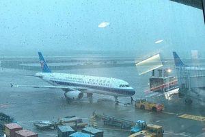 Sân bay Phú Quốc đóng cửa vì đường băng ngập, hủy nhiều chuyến bay
