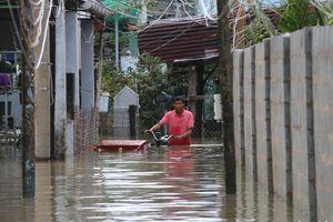 Phú Quốc ngập lịch sử: Người dân chật vật di tản, giao thông chia cắt