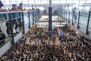 Người biểu tình cố thủ ở sân bay Hồng Kông