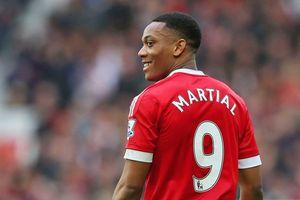 MU trao áo số 9 'sát thủ' cho Martial