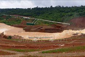 Mực nước hồ thủy điện Đắk Kar giảm mạnh, van xả lũ được nâng lên