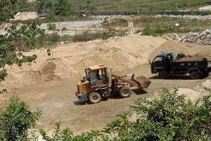 TP.Đà Nẵng: Xe chở cát lậu nối đuôi chạy rầm rầm, chính quyền nói 'sẽ kiểm tra'