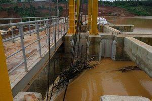 Sự cố kẹt van xả tại đập thủy điện Đắk Kar vẫn chưa khắc phục được