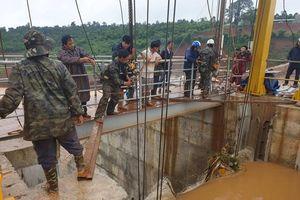 Sự cố ở thủy điện Đắk Kar: Đã nâng được 1 van xả lên 40cm