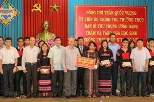 Thường trực Ban Bí thư thăm trường THPT Dân tộc nội trú N'Trang Lơng
