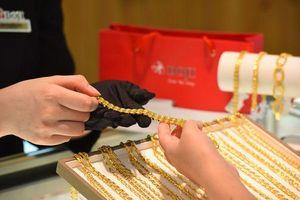 'Bốc hơi' hơn nửa triệu đồng/lượng, giá vàng trong nước mất mốc 42 triệu đồng
