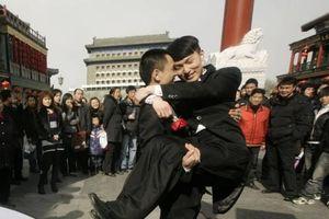 Trung Quốc: Giải pháp thay thế hôn nhân dành cho những cặp đôi đồng tính