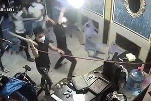 Điều tra vụ nhóm thanh niên mang hung khí xông vào đập phá nhà hàng ở trung tâm TP.HCM