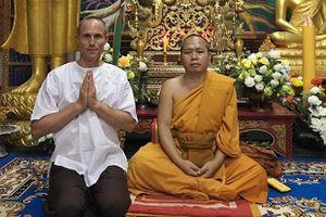 Bị tố quan hệ với phụ nữ, nhà sư Canada nổi tiếng ở Thái phải rời chùa