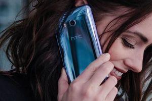 Vì sao HTC chưa chịu 'đóng nắp quan tài' mảng di động?