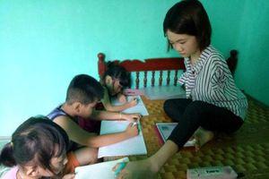 Cảm phục nữ sinh không tay mở lớp dạy thêm miễn phí cho trẻ em