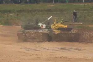 Pha cắt mặt xe tăng khiến đội Tajikistan bị loại khỏi bán kết Tank Biathlon