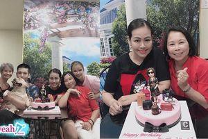 Khởi My và Kelvin Khánh mừng sinh nhật cho mẹ Vân, có cả bà 'sui' tham gia