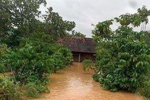 Giải cứu 6 người bị mắc kẹt trong lũ suốt 5 giờ ở Đồng Nai