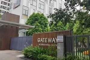 Công an đang giữ chiếc áo màu đỏ của học sinh trường Gateway tử vong trong xe
