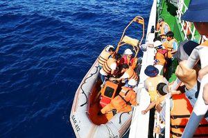 6 ngư dân tàu cá Quảng Bình bị nạn trên biển về đến Đà Nẵng