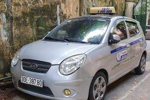 Tài xế taxi nhận cái kết đắng khi 'chặt chém' khách Tây 450 nghìn đồng với quãng đường 2km