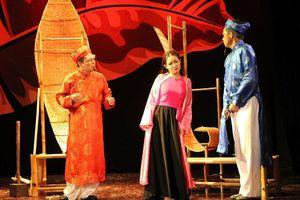 Tranh cãi xung quanh việc các nhà hát công lập 'đóng khung' diễn viên trong 'Thử nghiệm' và 'Truyền thống'