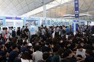 Biểu tình tiếp diễn, sân bay quốc tế Hong Kong lại đóng cửa