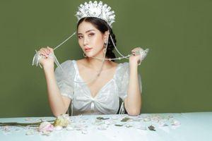 Á hậu Hoàng Hạnh hóa quý cô cổ điển