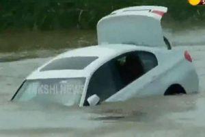 Thanh niên đẩy xe BMW được bố mẹ tặng xuống sông vì không vừa ý