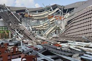 Công an điều tra vụ sập mái hội trường thị trấn ở Hậu Giang