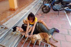 Vừa bị phạt hành chính, đôi nam nữ trộm chó lại bị người dân vây bắt