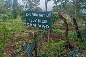 Hàng chục hộ dân 'bất an' vì đất sản xuất gần hồ thủy điện Đắk Sin 1 bị sụt lún