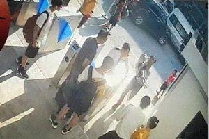 Đã tìm thấy chiếc áo đỏ của học sinh lớp 1 tử vong trên xe do bị bỏ quên