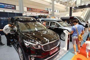 Thị trường ô tô Việt Nam sụt giảm ngay trước tháng 'ngâu'
