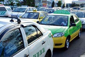 Grab sẽ không 'đeo mào' taxi, nhưng dán chữ phản quang để nhận diện