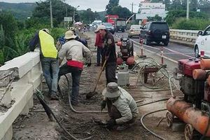 Một công nhân rơi xuống sông tử vong khi sửa chữa cầu Đại Ninh