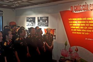 Khai mạc triển lãm 'Di chúc của Bác – Nguồn sáng dẫn đường'
