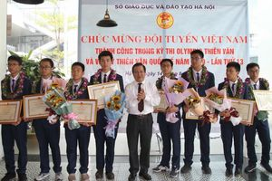 Đón đoàn HS Việt Nam dự thi Olympic Vật lí thiên văn với thành tích số 1 thế giới