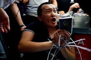 Phóng viên tờ Global Times bị người biểu tình bắt giữ tại Hong Kong