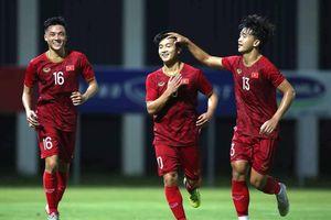 Thắng Kitchee 2-0, Martin Lò và Danh Trung ghi điểm lần cuối trước thầy Park