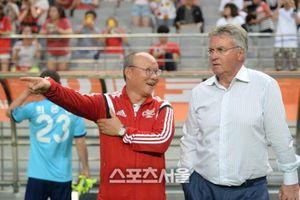 Thầy Park đổi ý, sang Trung Quốc đấu 'phù thủy' Guus Hiddink