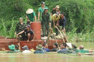 Đắk Lắk: Ngăn dòng nước lũ trên tuyến đê bao 300 tỷ đồng, cứu trăm ha lúa
