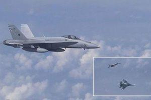 Su-27 chặn máy bay NATO áp sát phi cơ chở Bộ trưởng Quốc phòng Nga