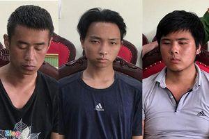 Ông lái đò sợ hãi kể lại giây phút đưa 3 nghi phạm người Trung Quốc sát hại tài xế taxi qua sông
